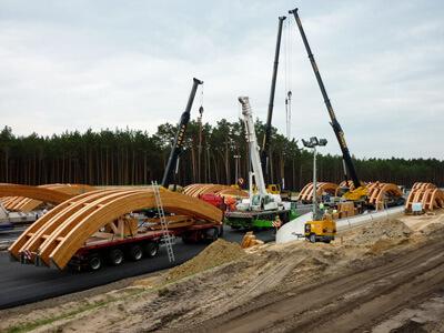Transport Holzträger Großbaustelle